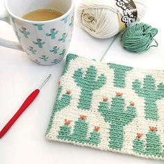 Cactus Zipper Pouch Cactus Zipper Pouch The Cactus Zipper pouch is crocheted using the modified single crochet stitch for tapestry crochet which creates straight vertical lines of stitches. You can learn how to do th… Tapestry Crochet Patterns, Crochet Purse Patterns, Crochet Pouch, Crochet Purses, Crochet Gifts, Crochet Bags, Tunisian Crochet, Filet Crochet, Crochet Stitches