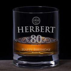 Ein schönes Geburtstagsgeschenk zur 80 mit persönlicher Note - das elegante Whiskyglas mit Deinem Wunschnamen als Gravur!