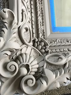An oversized mirror from the with ornate wood carvings gets a makeover in warm greige. Now it is ready to rock any decor style. Old Mirrors, Ornate Mirror, Mirror Makeover, Diy Mirror, Mirror Ideas, Mirror Painting, Diy Painting, Diy Painted Vases, Furniture Fix