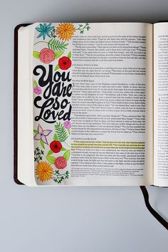 Tiffany shows up step by step how she uses her journaling bible on illustrated faith Bible verses Scripture Art, Bible Art, Bible Verses, Bible Quotes, Bible Drawing, Bible Doodling, Bujo Inspiration, Journal Inspiration, Creative Inspiration
