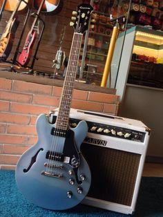 Este modelo da ES-339 é uma guitarra moderna com raízes firmemente plantadas na clássica era da Epiphone.