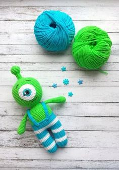 Free crochet pattern! Cute little alien amigurumi arrived.