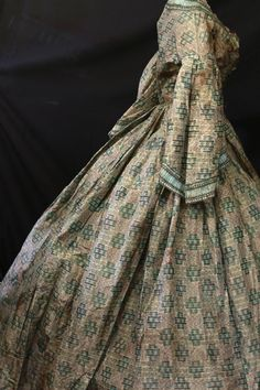 "Exceptional Design CIVIL WAR ERA Pagoda SLV Full Skirt Fitted TOP Antique Study | eBay seller rosietoesmac; pleated skirt, hand crocheted silk aqua trim; fully lined with brown and tan polished cotton, sleeves partially lined with cream silk satin; 24"" open v-nec; 30"" bust; 21"" waist; 14"" shoulder to waist; 44"" waist to hem; 172"" hem circumference;"