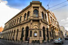Es posible recorrerlo en visitas guiadas que incluyen un descenso a sus catacumbas, donde se aprecian las obras del Museo de Arte Sacro.