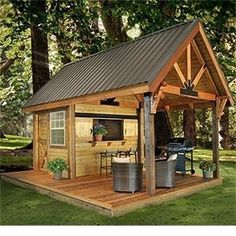 Party shed in the backyard - cool idea! #buildplayhouses #playhousebuildingplans