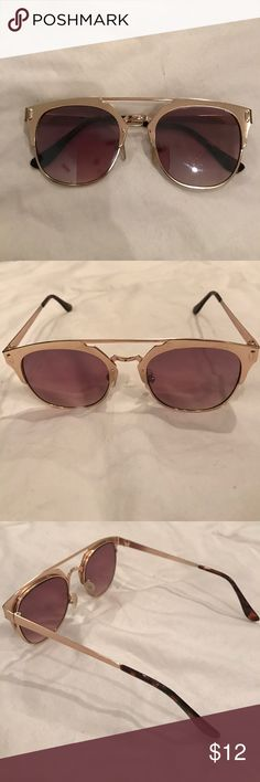 Gold Frame sunglasses Gold frame sunglasses from Aldo. Gently used but still can provide so many wears. Throw these babies on to finish off a look. Good as new! Aldo Accessories Glasses