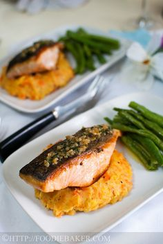 Salmon w Lemon-Butter-Capers Sauce. Salmon with Lemon-Butter-Capers Sauce - a quick meal in less than 30 minutes! Shellfish Recipes, Seafood Recipes, Cooking Recipes, Healthy Recipes, Salmon Recipes, Cooking Ideas, Lemon Butter Caper Sauce, Clean Eating, Healthy Eating
