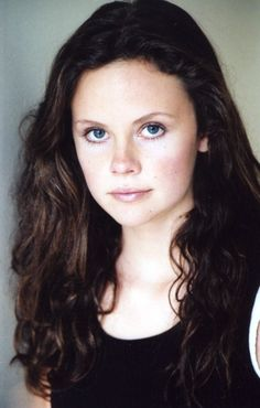 It's Tess! At least, it's how I imagine her in my head. Sarah Ramos, Celebrity Pictures, Celebrities, Books, Celebs, Libros, Book, Book Illustrations, Celebrity