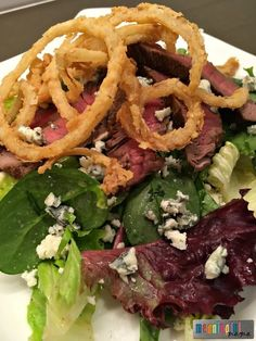 Mixed Green Gorgonzola Steak Salad with French Fried Onions and a Red Wine Vinaigrette - Best Salad Recipes #salad #saladrecipes #dinnerrecipes