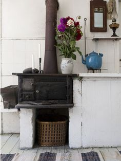 Old Swedish kitchen wood stove in cast iron - vedspis Kitchen Oven, Old Kitchen, Kitchen Wood, Swedish Kitchen, Swedish House, Scandinavian Cottage, Old Stove, Fireplace Remodel, Hearth And Home