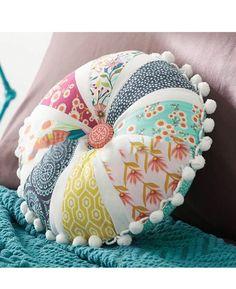 Petal Pom-Pom Pillow by Melissa & Matt Ybarra from Modern Patchwork Sewing Pillows, Diy Pillows, Decorative Pillows, Throw Pillows, Lumbar Pillow, Patchwork Pillow, Quilted Pillow, Fabric Crafts, Sewing Crafts