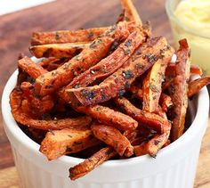 Carrot Fries - baked with oil and salt & pepper at 425 for 45 minutes (stirring) Reminded me of sweet potato fries Vegetable Recipes, Vegetarian Recipes, Cooking Recipes, Healthy Recipes, Healthy Snacks, Healthy Eating, Carrot Fries, Snacks Saludables, Football Food