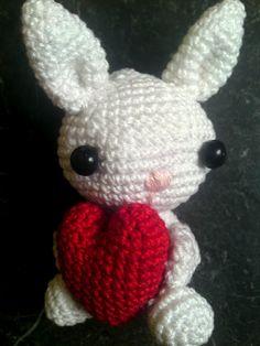 Valentine bunny  http://mevrsnoeshaan.blogspot.com/2012/02/valentijn-konijn.html