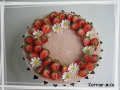 Täytekakkupohja - Kermaruusu - Vuodatus.net Macarons, Floral Wreath, Wreaths, Home Decor, Floral Crown, Decoration Home, Door Wreaths, Room Decor, Macaroons
