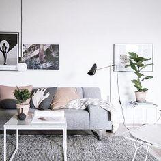 The amazing Emma Fischer @styledbyemmahos does it again! Living room styling for @bjurfors_goteborg 📷 @fotografalencordic