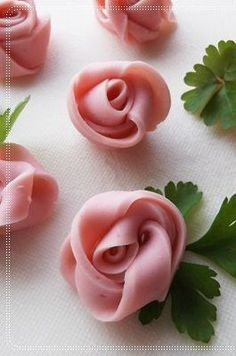 Ham Roses | Searched for a link,cannot find one in English.Easy to figure out though by looking at them with Parsley garnish for leaves.