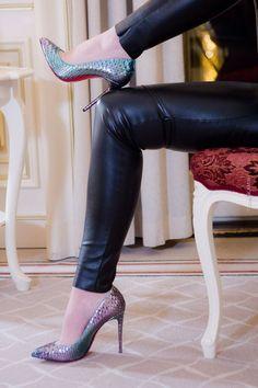Luxusblogger in Berlin - Lederhose von Wolford - Schuhe Python Christian Louboutin Pigalle - Turtle-Neck Pullover - Schmuck Swarovski - Lippenstift Dior - Makeup CHANEL - Luxusbloggerin in Deutschland #diormakeup