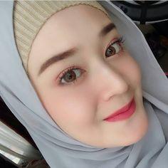 Casual Hijab Outfit, Hijab Chic, Beautiful Hijab, Beautiful Eyes, Hijab Makeup, Niqab Fashion, Muslim Beauty, Classy Girl, Girl Hijab