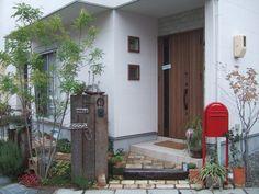 茨木市でナチュラルな新築外構が完成しました! 枕木 門柱 ポスト ヴィンテージレンガ アプローチ ボビ deergarden  ラスティック ナチュラル garden  外観 庭 エクステリア 玄関 新築 シャビー ジャンク