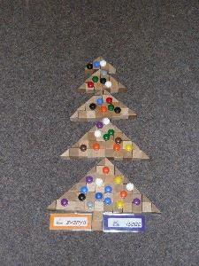 jufjanneke.nl - Kerst Christmas Time, Xmas, Winter Activities, Paper Clip, Triangle, December, Holiday Decor, School Ideas, Crafts