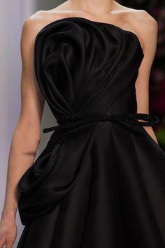 Ralph & Russo - The fabric is coiling up in itself like a cat in the sun!