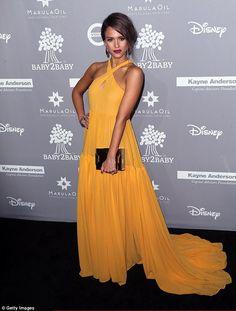 Jessica Alba in Giambattista Valli SS16 attends 2015 Baby2Baby Gala on November 14, 2015