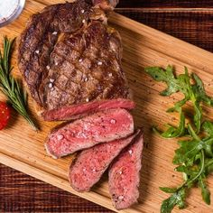 Recipes | Steak Tagliata with Arugula and Fried Capers | Sur La Table Fried Capers, Beef Flank, Beef Sirloin, Roasting Bags, Meat Delivery, Cooking A Roast, Ribs On Grill, Juicy Steak, Best Steak