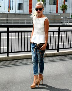 9940b6be1d9 top and boyfriend jeans with heels Teal Heels