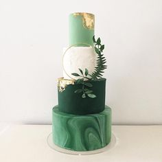 540 vind-ik-leuks, 33 reacties - B L O S S O M & C R U M B (@blossomandcrumb) op Instagram: 'My new Gilded Greenery cake is on display at @thenationalweddingshow London this weekend on the…'