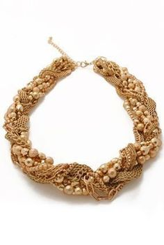 Os etruscos utilizavam jóias de ouro.
