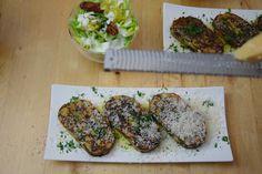 von kuechenereignisse.com  Geröstete Lauch-Käse-Knödelscheiben mit Salat (5)