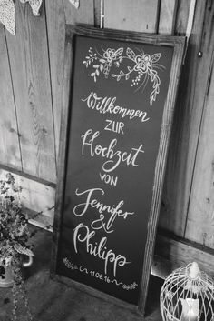 Tafel Schild bei der Vintage Hochzeit.  Chalkboard at Vintage Wedding.   Foto: Viktor Schwenk Photographie
