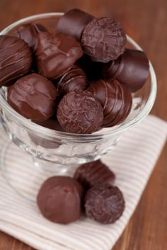 How to Make Chocolate Candy: This article on how to make chocolate candy will show you the easy way to prepare this simple treat.