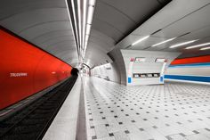 Continuing his quest to capture the 'overlooked' beauty of the metro system, Montreal-based photographer Chris Forsyth has recently completed the next installment of his award-winning metro series. Including Munich, Berlin and Stockholm, as well as sma...