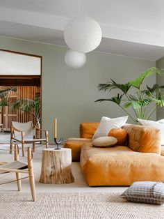 A Stunning Mid-Century Modern Living Room In A Flat In West London Living Room Decor Flat Living London Midcentury Modern Room Stunning west Mid Century Modern Living Room, Living Room Modern, My Living Room, Living Room Decor, Living Spaces, Cozy Living, Minimalist Living Rooms, Green Living Room Ideas, Green Living Room Walls