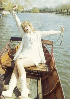 Helen Mirren | 28 Sexy Pictures Of Older Actors When They WereYoung