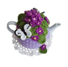 You can almost smell the French violet perfume coming out of the posy! The Viola Posy tea cosy is for a 4 - 6 cup tea pot and is all crochet. Yes you get the pattern for the butterfly and doily too WHAT YOU NEED TO GET STARTED Yarn : The original te Crazy Patterns, Flower Patterns, Pattern Flower, Crochet Geek, Crochet Hooks, Yellow Rose Bouquet, Tea Cosy Pattern, Knitting Patterns, Crochet Patterns