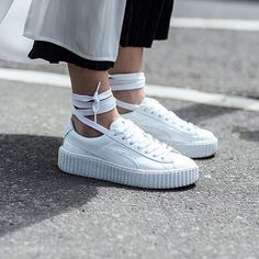 Ballet sneakers anyone? #shoes #sneakers #white #zapatillas #blanco #streetstyle #calle #style