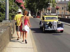 Citroën Traction Avant 15-SixD millésimes été/1948-5/1950 aux couleurs de la marque Suze. The original? car of Yvette Horner for the publicity caravan of Le Tour de France ? [photo Philippe B., Cahors 14/7/2010]