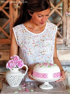 Narozeninový dort Floral Tops, Birthday Cake, Women, Fashion, Moda, Top Flowers, Fashion Styles, Birthday Cakes, Fashion Illustrations