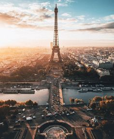 The Eiffel Tower, which is one of the most important symbol structures in the world, is located in Paris. The tower is also one of the most visited places in Paris The tower was designed by Gustave Eiffel. Paris Photography, Travel Photography, Photography Ideas, Paris Torre Eiffel, Paris Wallpaper, Hd Wallpaper, Little Paris, Paris City, Paris Paris