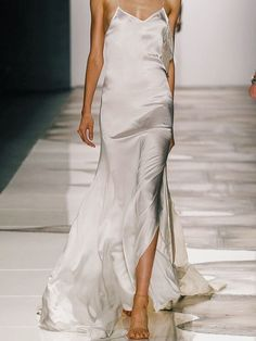 Slip Dress Wedding Gown Dahlia - 100 bridal looks from the spring 2016 runways Women's Dresses, Bridal Dresses, Silky Wedding Dress, Dressy Dresses, Bridesmaid Dresses, Runway Fashion, Spring Fashion, Fashion Show, Vogue Fashion