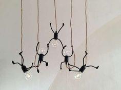 Bombillas al ataque. Originales y divertidas Lámparas con bombillas. Una de esas ideas geniales para decorar tu casa de manera sorprendente