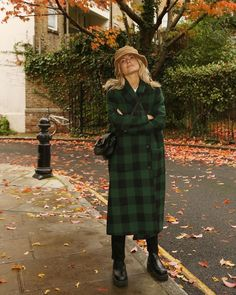 Winter Microtrends wears a lumberjack check coat Fashion Me Now, Daily Fashion, Fashion Outfits, Sandro, Mantel Outfit, Lumberjack Style, Winter Outfits, Fur Trim Coat, Check Coat