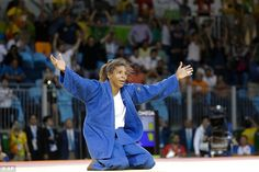 Rafaela Silva celebrates after winning the gold medal of the women's 57-kg judo - Rio 2016