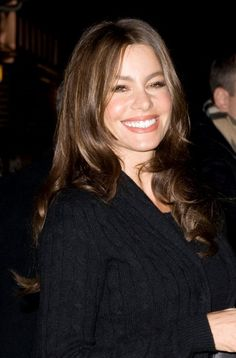 Sofia Vergaras wavy, long hairstyle.