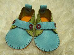 Mocassini  scarpe bambino feltro  di blu e verde possono