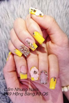 To make your yellow nail art design look more special, you can also incorporate some patterns like strips, polka dots, leopard prints and zebra prints into your nails. Gem Nails, Nail Manicure, Glitter Nails, Tiffany Blue Nails, Diamond Nail Art, Asian Nails, 3d Nail Designs, Yellow Nail Art, Crystal Nails
