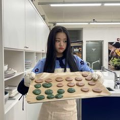 How are you today maling cookies and baking cake maybe looks so good eating with friens😂 Ulzzang Korean Girl, Cute Korean Girl, Korean Girl Groups, Sweet Girls, Cute Girls, Japanese Girl Group, Kpop, The Wiz, Aesthetic Girl
