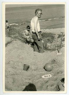 4 photos-beach-seaside-child to the sea-4 small original amateur photographs black and white vintage-Belgium